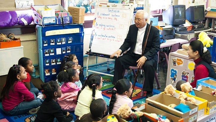 Ilchi Lee with elementary school students at a Bronx school