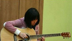Ilchi Lee - daughter learning the guitar