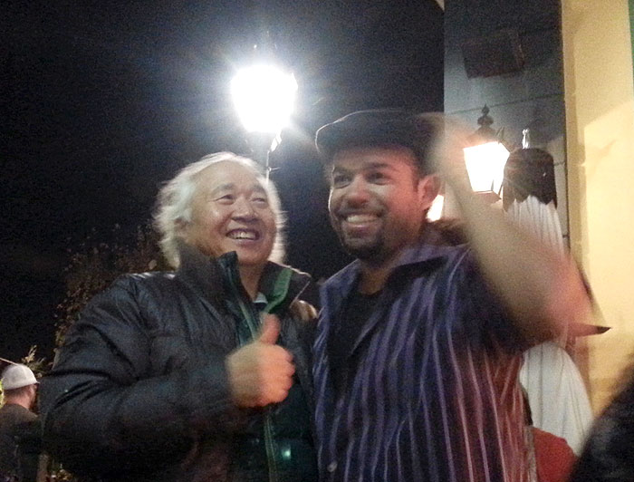Ilchi Lee with Nicholas Marks, a self-taught Spanish guitarist