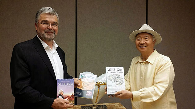 Ilchi Lee posing with his book with Dr. Emeran Mayer and his book